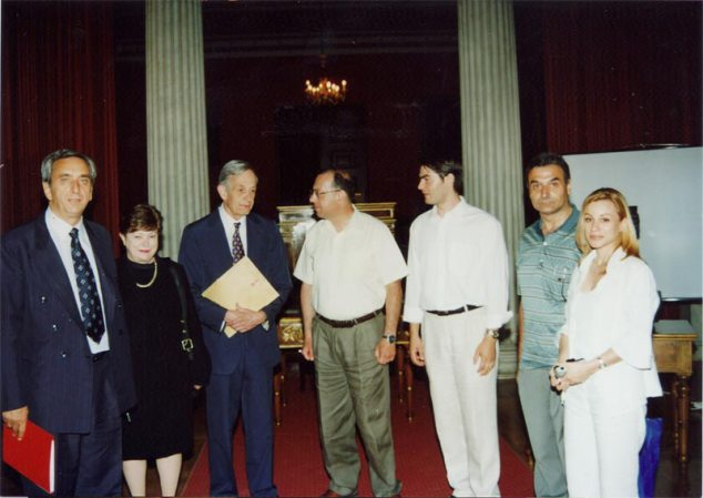 (from left to right: the Mayor of Velo Korinthias Charis Vytiniotis, Alicia Nash, John F. Nash, and the four members of the group Dimitris Christodoulou, Grigorios Siourounis, Petros Raptis and Constantina Kottaridi)
